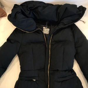 Funnel neck, down black jacket